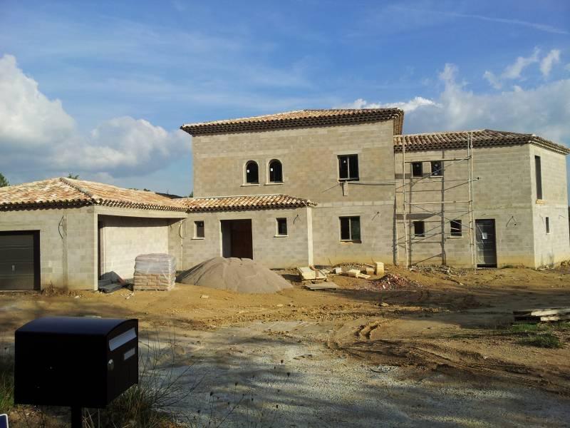 Pose de toiture sur un maison neuve puyricard berroise de construction for Toiture maison neuve