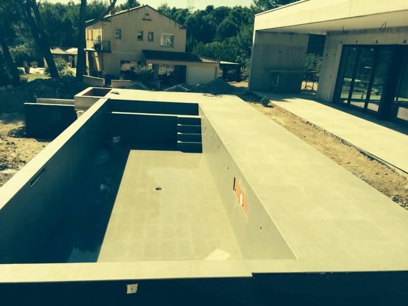 Construction d 39 une villa d 39 architecte avec piscine for Construction d une terrasse en beton
