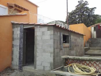 construction d 39 un abri de jardin au rove 13740. Black Bedroom Furniture Sets. Home Design Ideas