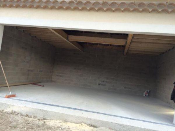construction d 39 un garage en parpaings ventabren. Black Bedroom Furniture Sets. Home Design Ideas